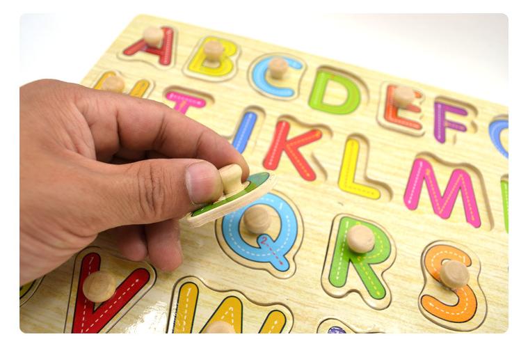 Wooden knob puzzle yang berkualiti mempunyai knob  daripada kayu dan bersaiz besar.  Permukaan puzzle adalah lapisan plastik yang melekap, bukan lapisan kertas