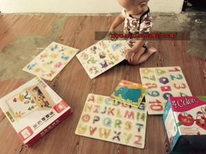 Mainan yang sesuai untuk perkembangan anak 1 tahun ke atas >Wooden knob puzzle > Magnetic jigsaw >Drag bead maze