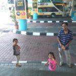 Keluarga hantar naik bas