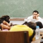 Pelajar mengantuk dalam kelas