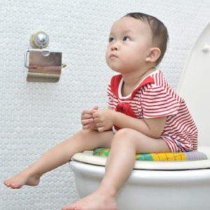 3 Petua Hilangkan Sembelit untuk Bayi