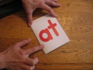 Mengajar fonik menggunakan kad imbas