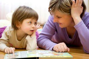 Ibu ajar anak membaca