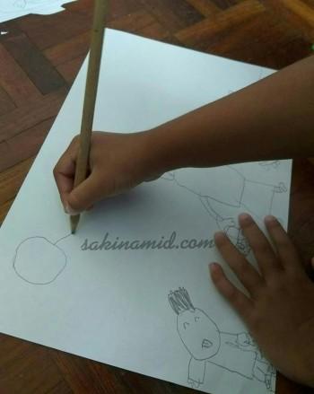 Anak 5 tahun melukis
